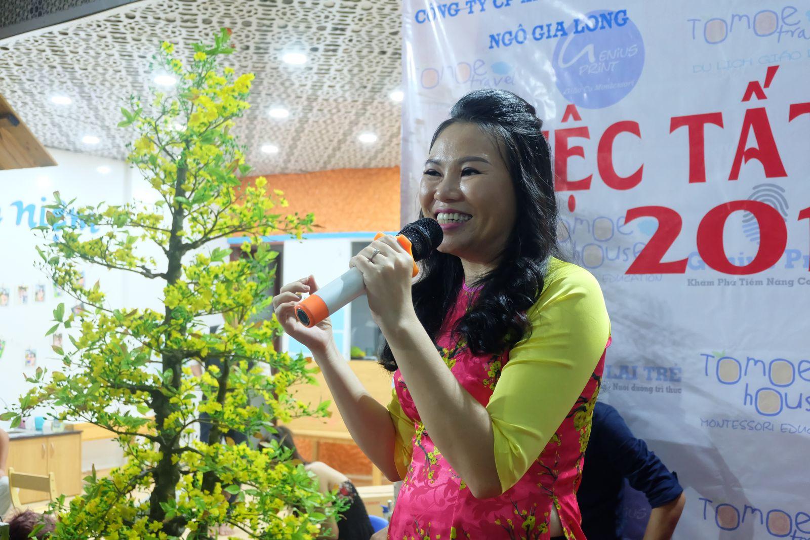 Bà Nguyễn Thị Thu Hằng- TGĐ công ty phát biểu trong tiệc tất niên